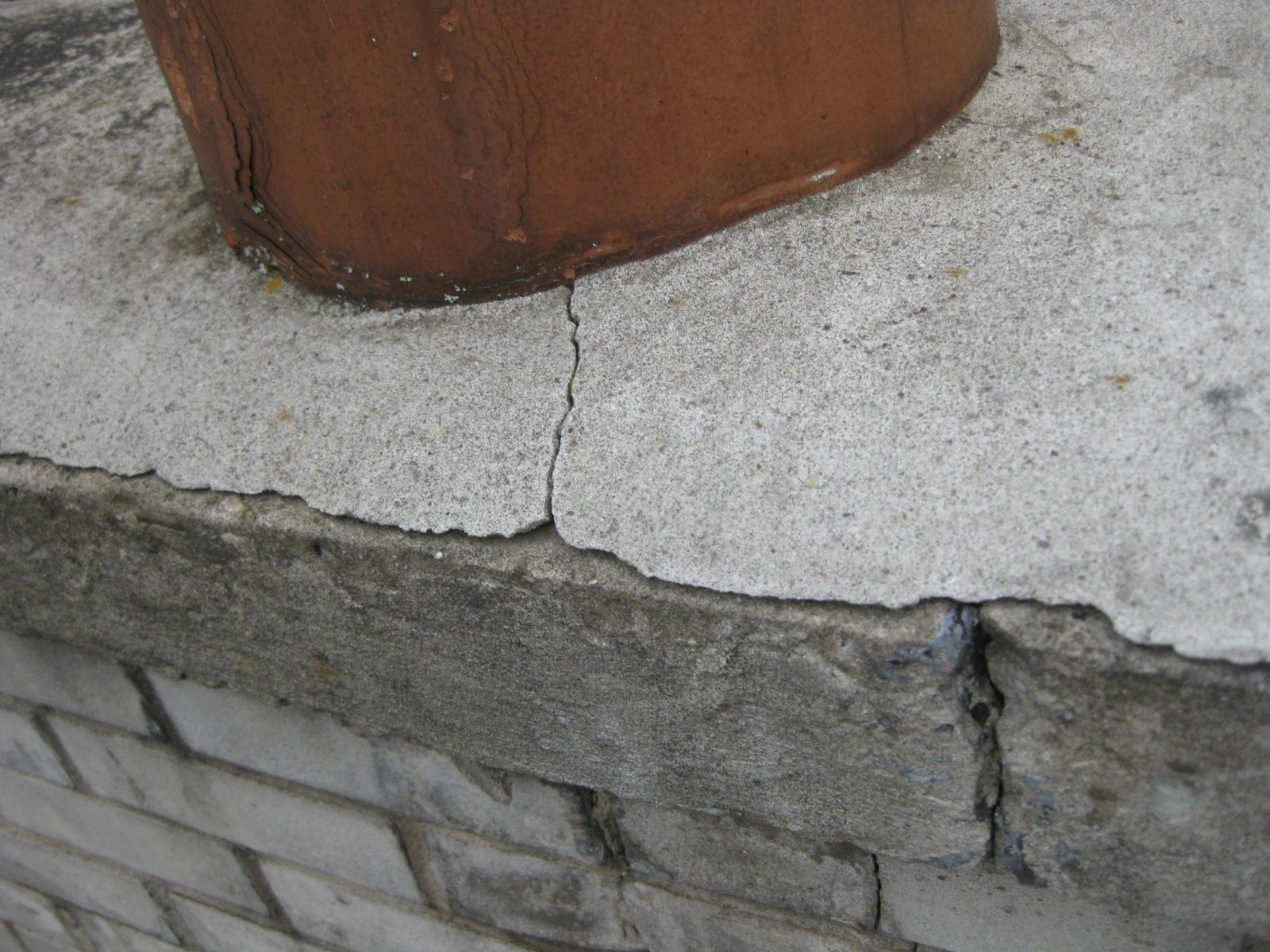 Clay Flue tile is damaged and mortar cracked on cap.